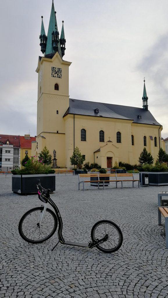 Prázdné náměstí