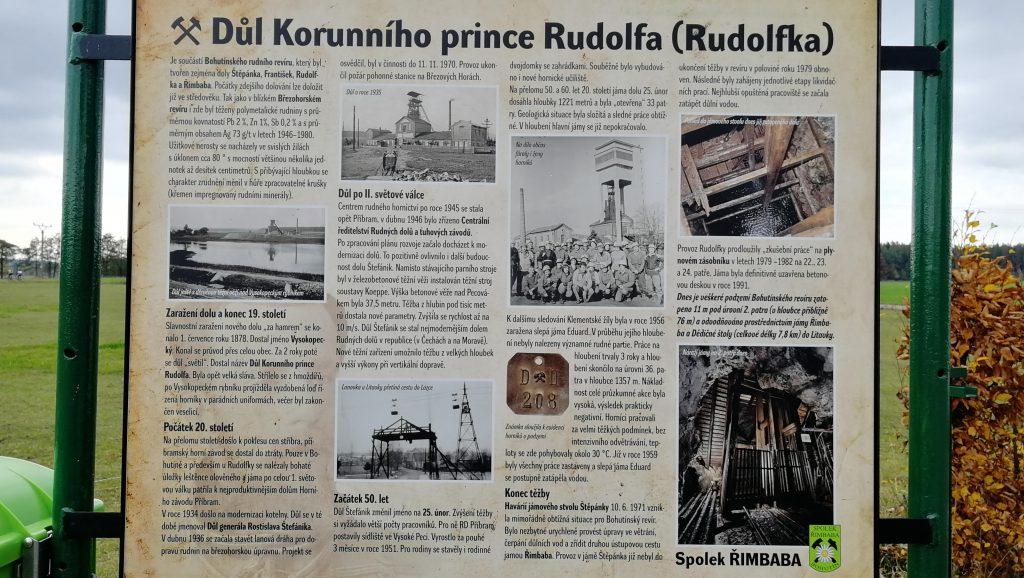 Před budovou si můžete přečíst hodně zajímavých informací z historie dolu